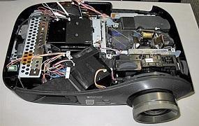 Czy należy czyścić układ chłodzenia w projektorze Benq MP620