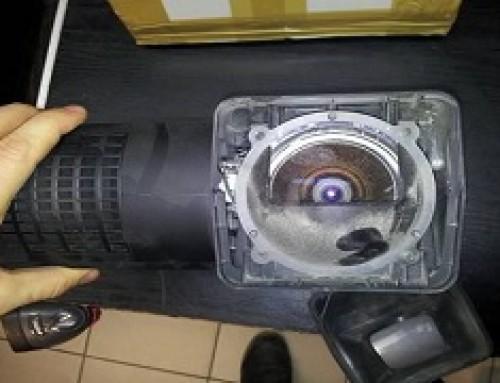 Projektor Sanyo PDG-DXL100 po transporcie w kartonie bez wypełniaczy